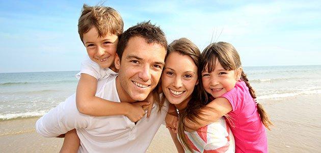 familia-playa-feliz-p